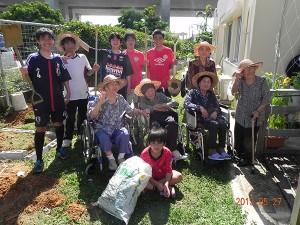 花壇造りのボランティア_03