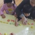 子育てサロン-小麦粉ねんど遊び-_07