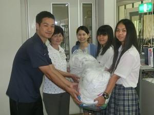 手作り布巾贈呈_01