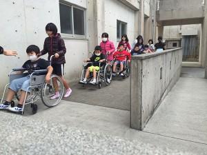 北中城小学校 車いす介助体験