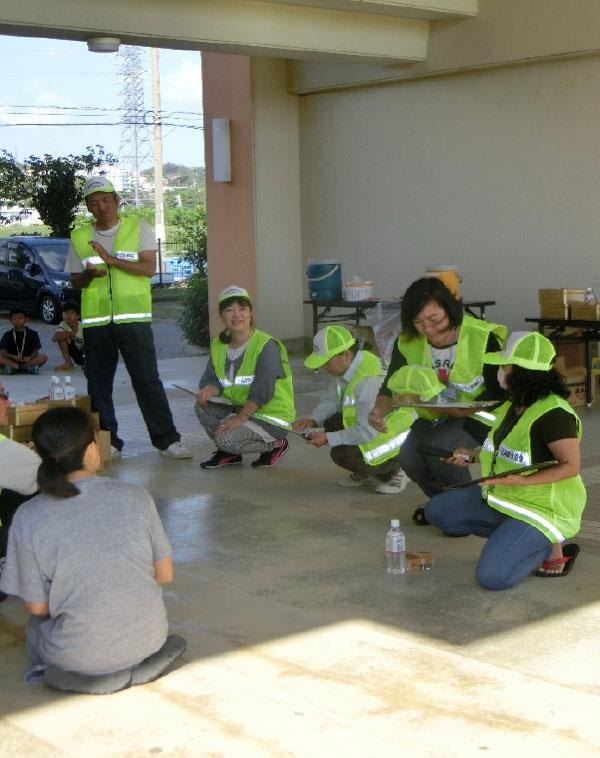 県営北中城団地自主防災会による津波避難訓練