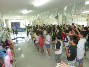 島袋小学校4学年 手話サークルとの交流