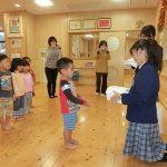 北中城高校の手作りタオル贈呈
